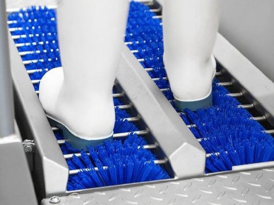 Czyszczenie podeszw i boków obuwia