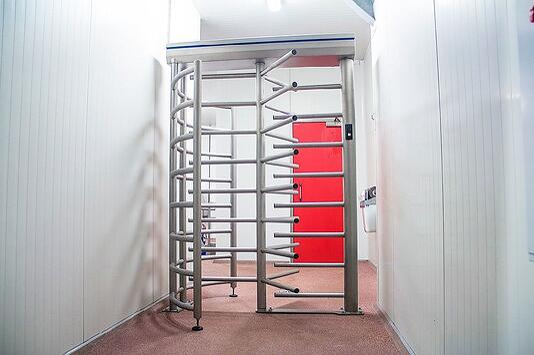 Elpress revolving gate