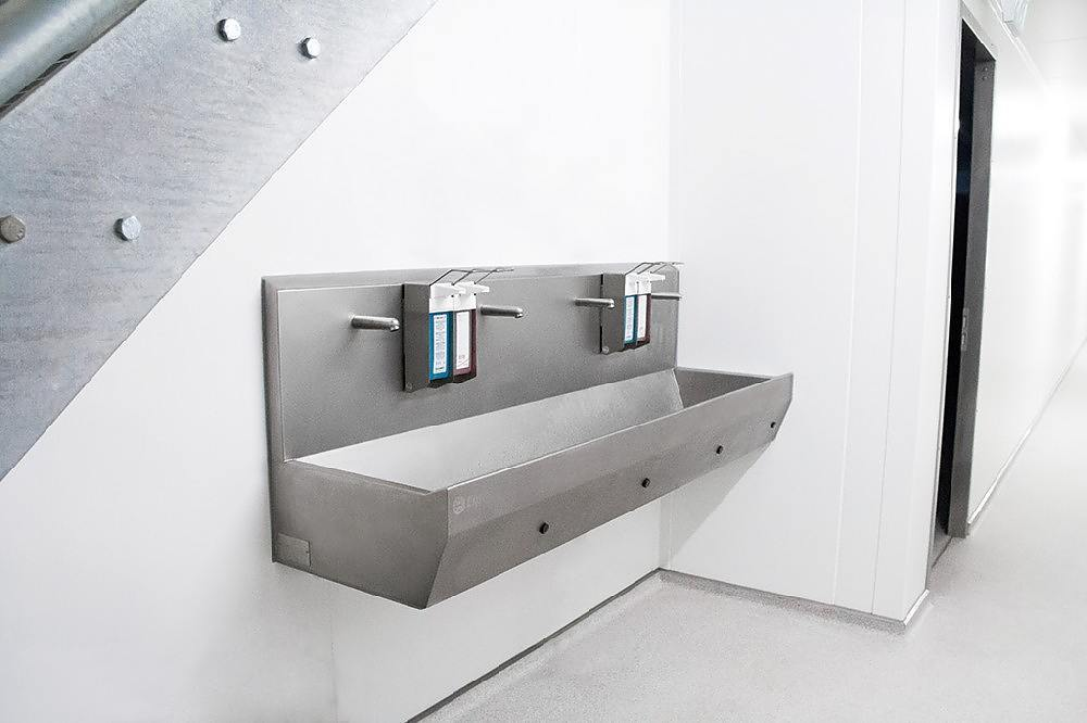 SINKS IN VARIOUS DESIGNS