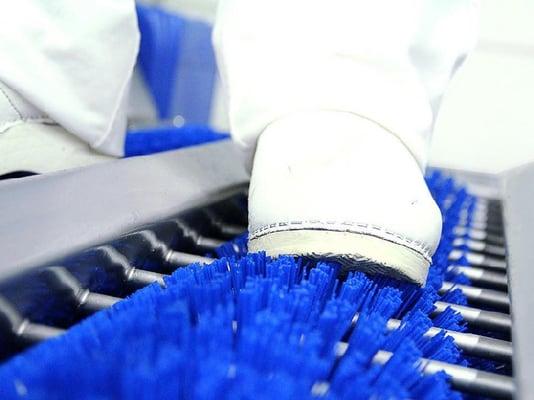 Limpieza / desinfección de suelas, lavado de manos y desinfección de manos
