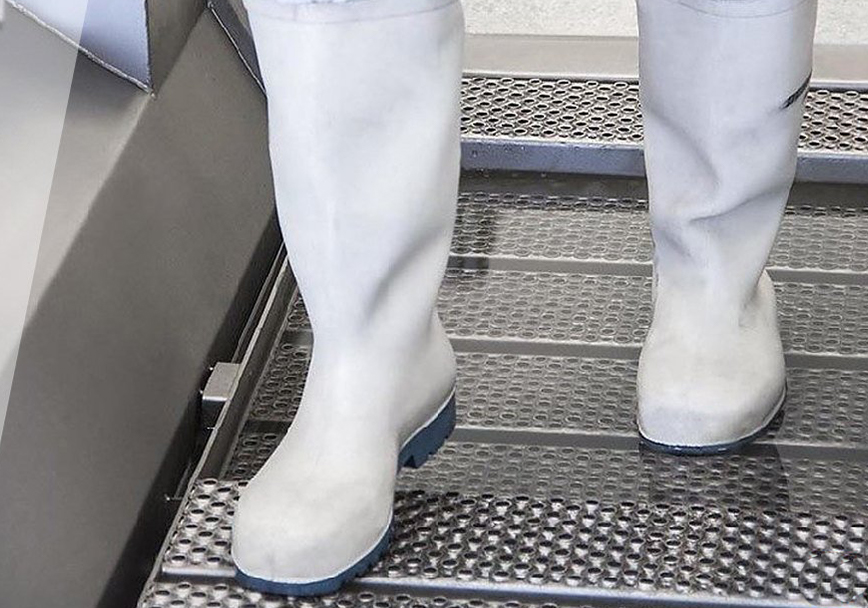 Cleaning footwear according to the BRC